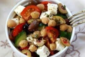 Гръцка салата със свежи тиквички