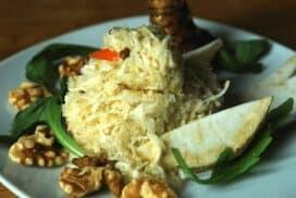 Апетитна салата от целина и орехи