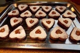 Тайната на перфектните шоколадови линцери е разкрита! Вижте как да си ги приготвите тази вкусотийка у дома.