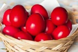 Наситени, червени яйцата без боя и лук? Възможно е! Опитайте!