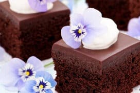 С плътния си шоколадов вкус този десерт ще ви разтопи! Уникален е!