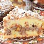 Необичайно вкусен десерт, в който неустоимо се съчетават невероятния вкус на свежи ябълки с аромата на стафиди и сушени кайсии