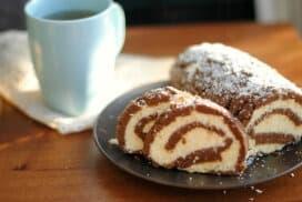 """Уникален десерт без дълго готвене и без печене! Опитайте зверски вкусното руло """"Баунти""""!"""