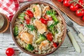 Много вкусно и лесно за приготвяне пиле с ориз басмати, броколи и чери домати