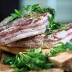 Изпитана домашна рецепта за крехка и ароматна сланина в буркан