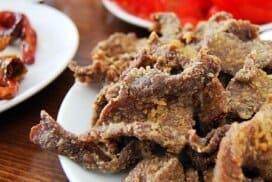Всеки, който поне веднъж е опитал това ястие, няма да може да го забрави!  Дори и тези, които не са почитатели на черния дроб, ще се изненадат от страхотното блюдо!