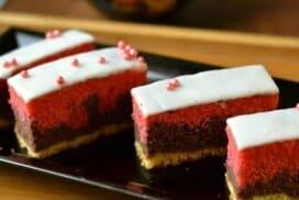 Сочен, домашен, трицветен кейк! Насладете се на блажения му вкус!
