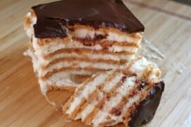 Невероятно вкусна еклерова торта без печене! Лесна за приготвяне и с разтапяща шоколадова глазура!