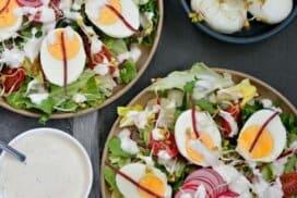 Пролетна салата с апетитен сос