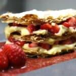 Шепа свежи ягоди, лист бутер тесто, вкусен крем и приготвям десерт един път!