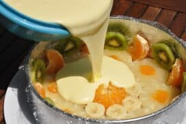 Половин пакет бишкоти, половинка прясно мляко, малко сметана, плодове по избор и става десерт-трепач!