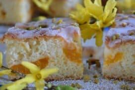 Разбивам с миксера, пускам парченца мандарини, пека и поднасям чуден десерт!