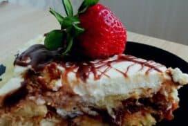 1 козунак, 600 грама заквасена сметана, бурканче сладко и приготвям божествено вкусен десерт!