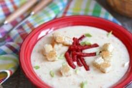Насладете се на сгряващия вкус на тази домашна крем супа със сирене!