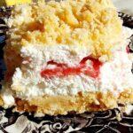 Само една хапка и този десерт, приготвен от половинка ягоди, пакет бисквити и две сметани, ще ви зашемети!