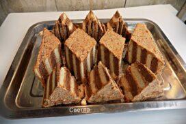 Страхотен и много лесен за приготвяне десерт! Насладете се на тези удивителни пирамидки БЕЗ ПЕЧЕНЕ