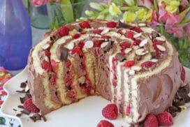 Едно парче няма да Ви стигне от тази страхотна торта, която изглежда уникално и без специална декорация!