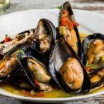 Идеалните миди с вино и зеленчуци по рецепта на близък приятел рибар