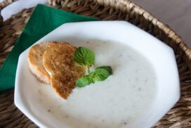Разхладете горещите летни дни с тази свежа студена супа