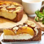 Изящен десерт с праскови, който се топи в устата! Насладете се на невероятния му нежен вкус и изтънчен вид!