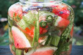 Превърщам любимия летен плод в страхотно зимно лакомство по тази рецепта! Вижте как да приготвите туршия от диня!