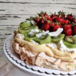 """Лека, плодова, лятна! Крехка и въздушна торта """"Павлова"""" с изящен ванилов крем"""