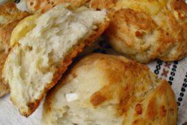 Закуската, на която не може да кажеш не! Нужни са 2 чаши брашно, чаша кисело мляко и сирене!