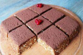 Торта от само 3 съставки- БЕЗ МЕСЕНЕ, ПЕЧЕНЕ И ПРИГОТВЯНЕ НА КРЕМ!