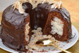 Великолепен кейк с удивителна плънка ала Рафаело