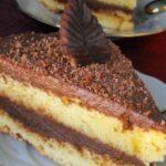 Непретенциозна домашна торта, чийто ефирен сиропиран блат и изящен шоколадов крем се топят в устата!