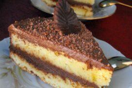 Непретенциозна домашна торта, чийто ефирен сиропиран блат и изящен шоколадов крем, се топят в устата!