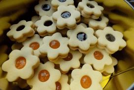 Тези красиви линцерови сладки са любими у дома, а изобщо не са трудоемки!