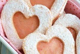 Разкошни домашни сладки, слепени с фин плодов крем ВИЖ РЕЦЕПТАТА ТУК