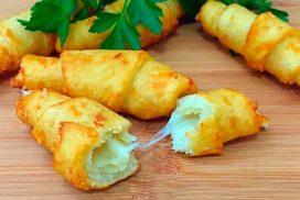 Страхотни кифлички, чието тесто замесва само с 3 картофа, 100 грама брашно и малко пармезан!