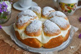 Въздушен десерт, който ще ви плени с мекия си блат и финия си крем!