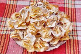 Същински разкош са тези бисквитки във формата на рози! Децата ги обожават и омитат още докато са топли!