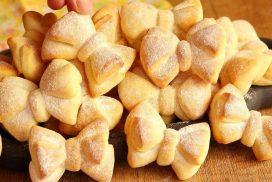 Панделки- деликатни дребни сладки, замесени с кисело мляко. Много лесно и ефектно!