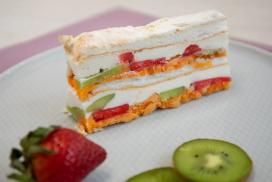 Кралска плодова торта, която щом опитате веднъж, няма да искате друг десерт!