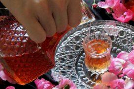 Изненадайте гостите и семейството си с този благоуханен домашен ликьор от рози! РЕЦЕПТАТА ТУК